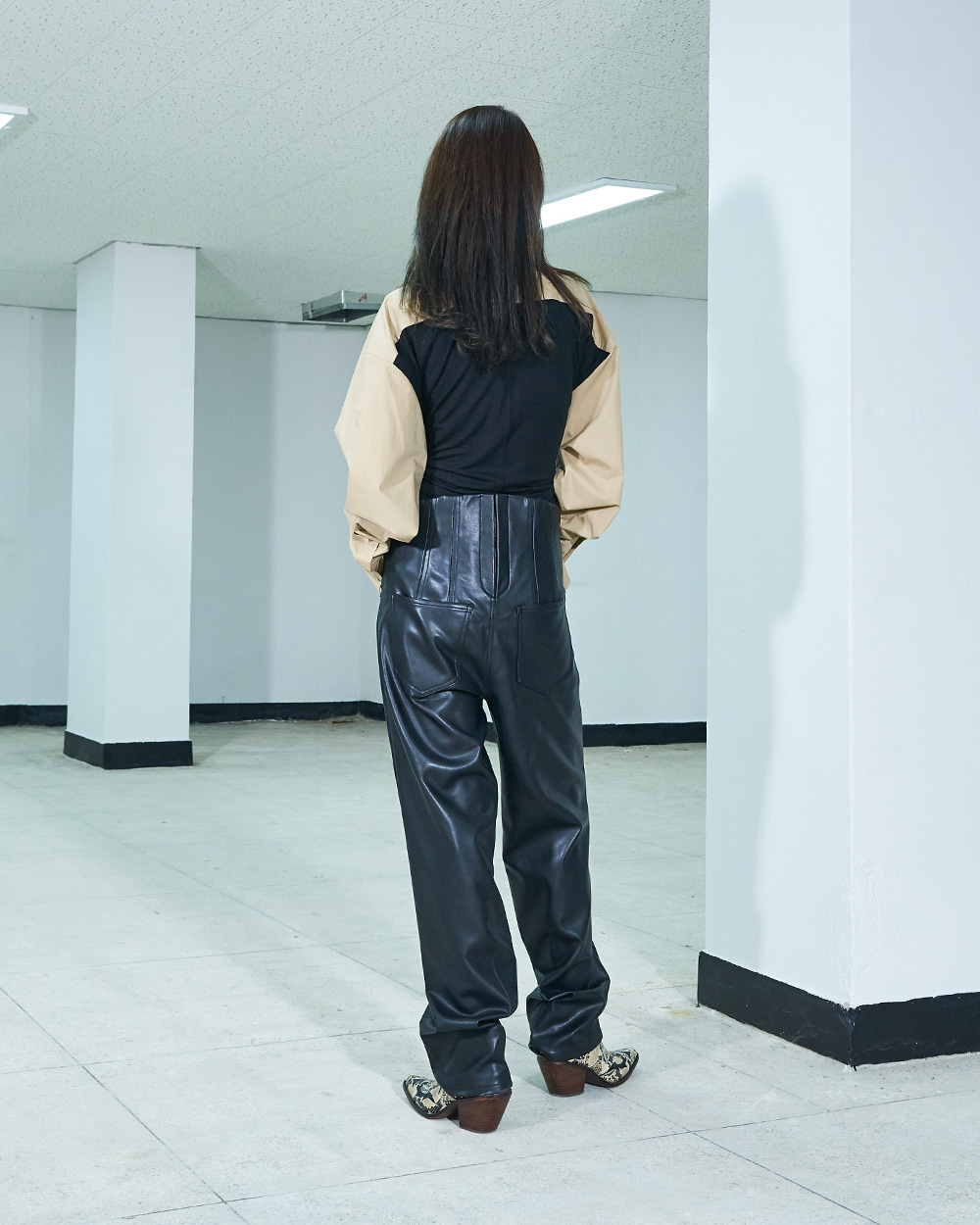 CORSETED-BACK STRAIGHT LEATHER PANTS