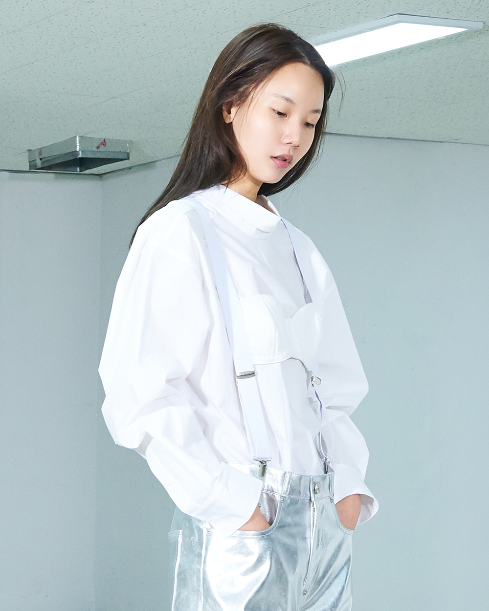 PF19 HIGH NECK BLOUSE WITH SUSPENDERS