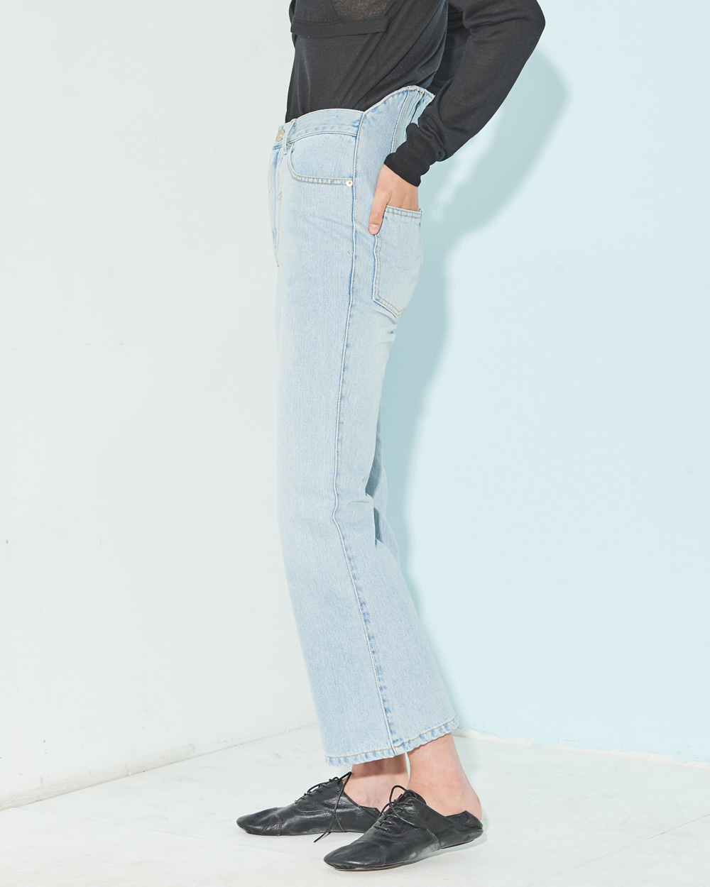CORSETED-BACK BOOTS CUT JEANS